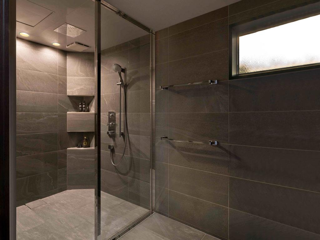 ミニマムスタイルのシャワールーム